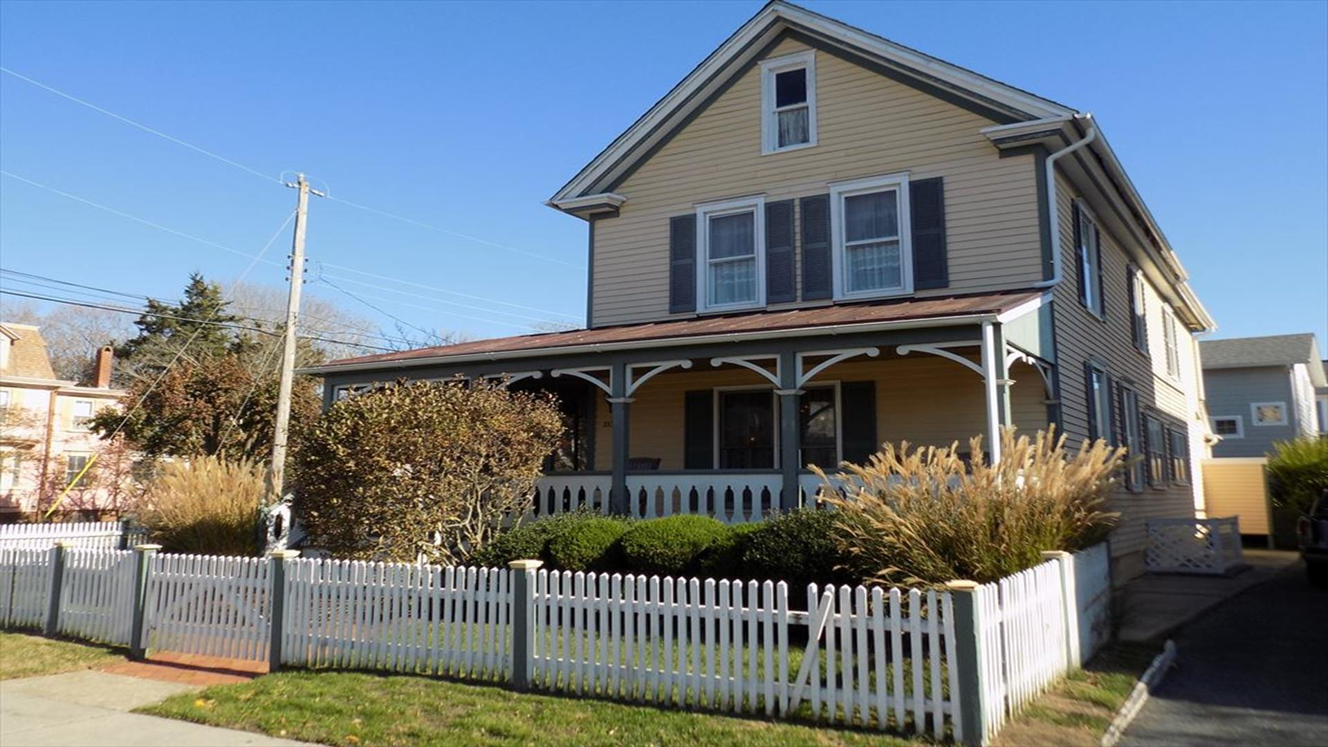 4 BEDROOM VICTORIAN CLOSE TO BEACH