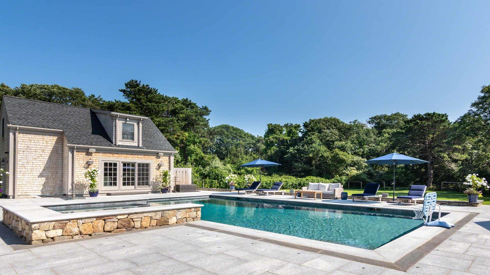 Edgartown Compound With Pool And Pool House