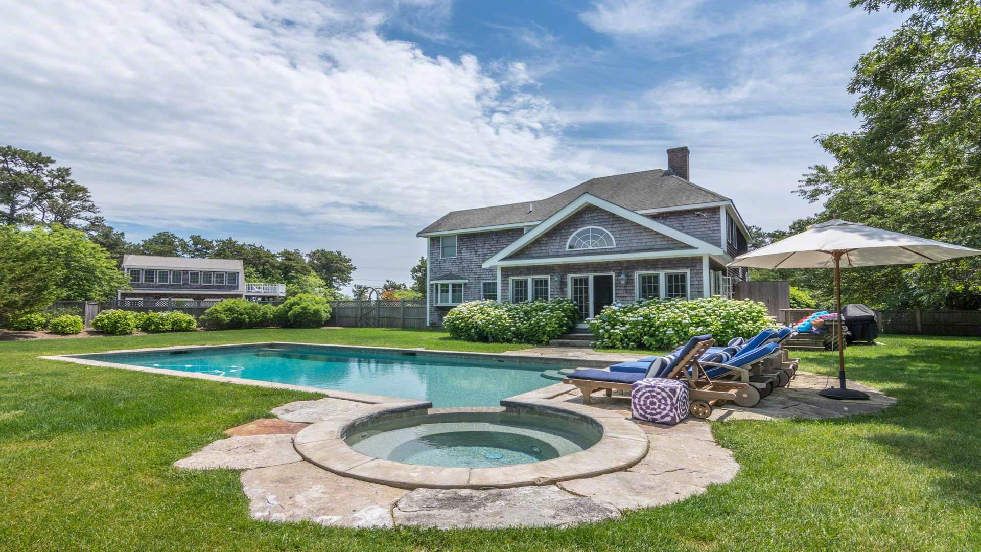 Katama Compound With Pool And Carriage House