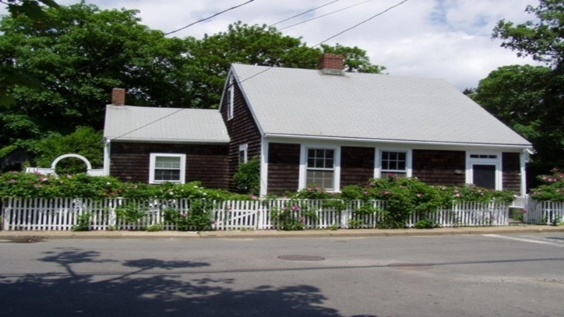 Charming, Historical Edgartown Cottage
